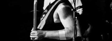 """Miky Bengala ama l'heavy metal classico, passando per l'elettronica, soprattutto quella 70's dei kraftwerk o degli italianissimi Automat, ed e' da questi ascolti disordinati e caotici che nasce """"Maison Du monde"""", ultimo singolo in uscita di una serie che vedra' la luce nei prossimi mesi."""